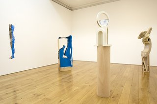 <p>Installation view,&#160;<em>Eloise Hawser: New Sculpture</em>, July 2009</p>